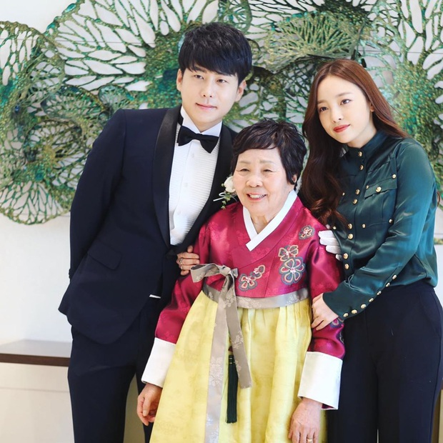 Netizen căm phẫn khi nghe anh trai Goo Hara tiết lộ mẹ ruột vui vẻ xin chụp ảnh với người nổi tiếng ngay trong đám tang con gái - Ảnh 5.