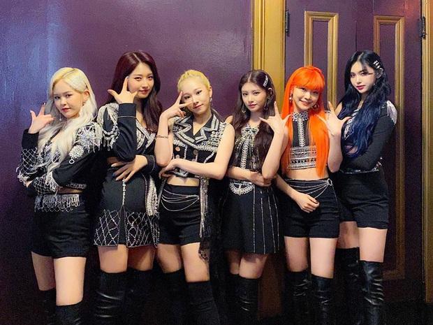 Nhân viên ekip girlgroup Kpop Everglow dương tính với Covid-19, kéo theo sao nữ và loạt nhân viên xét nghiệm khẩn vì chung phòng chờ - Ảnh 3.