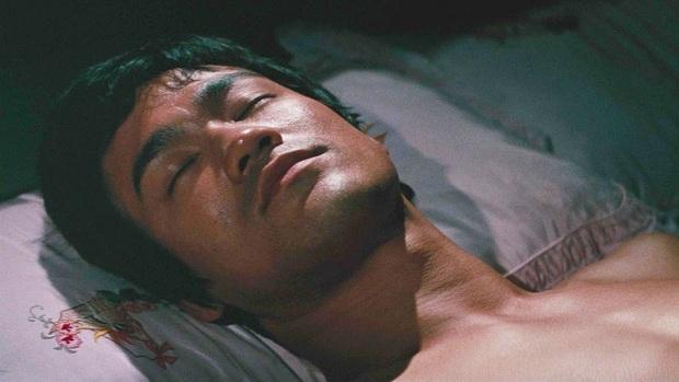 Vén màn bí mật cái chết Lý Tiểu Long và thực hư về cú điểm huyệt hẹn giờ chết - Ảnh 4.