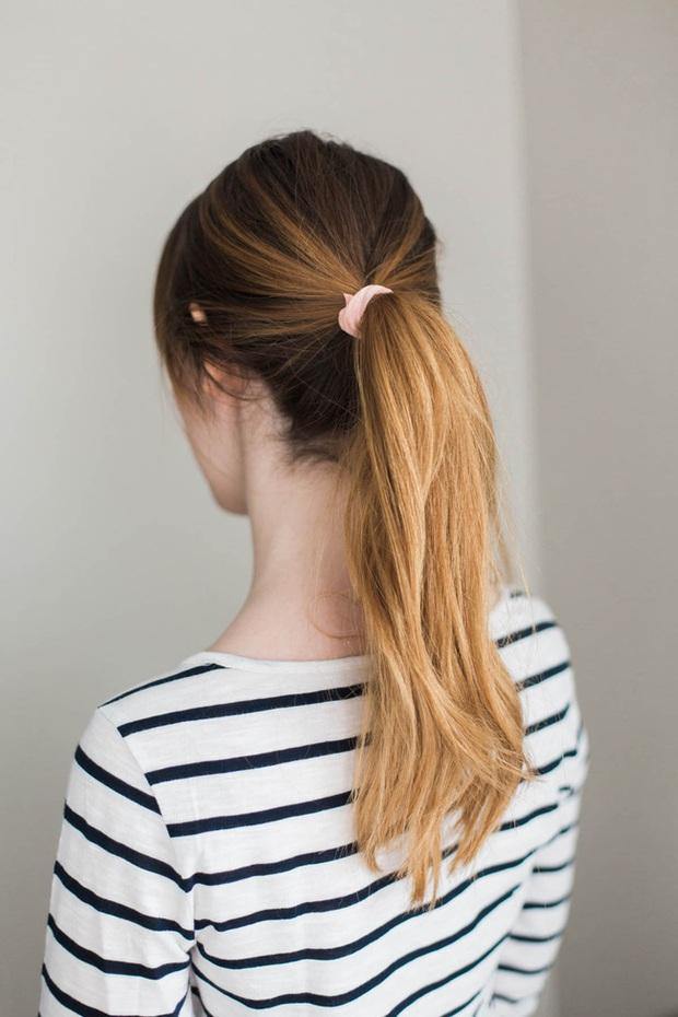 Ở nhà hay buộc tóc cho gọn, chị em phải tránh tiệt 4 lỗi sau kẻo tóc càng trở nên mỏng dính theo tháng ngày - Ảnh 1.