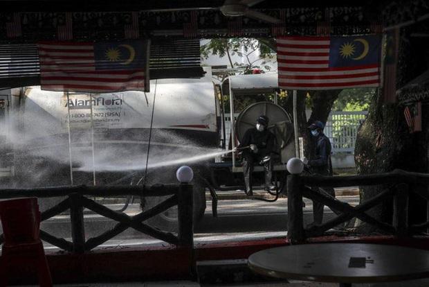 Malaysia phát hiện chuỗi siêu lây nhiễm Covid-19 liên quan tới 40.000 người - Ảnh 1.