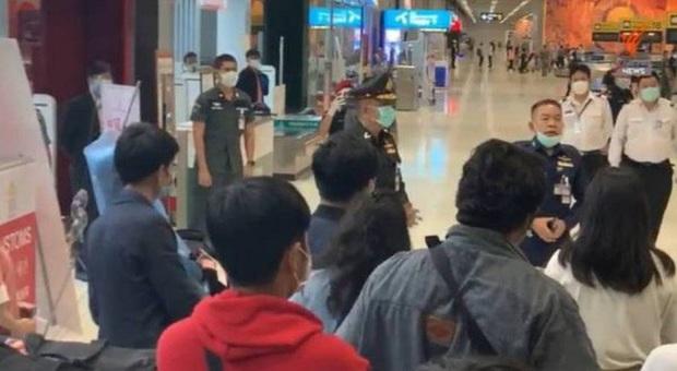 152 người Thái Lan về nước không chịu cách ly, gây náo loạn sân bay - Ảnh 2.