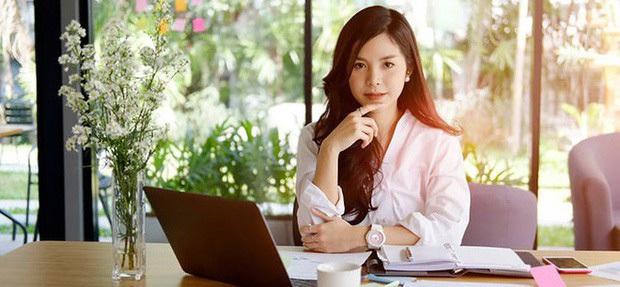 Hội chị em work from home chia sẻ bí quyết tự tin toả sáng trong các cuộc họp online với trang sức PNJSilver - Ảnh 1.