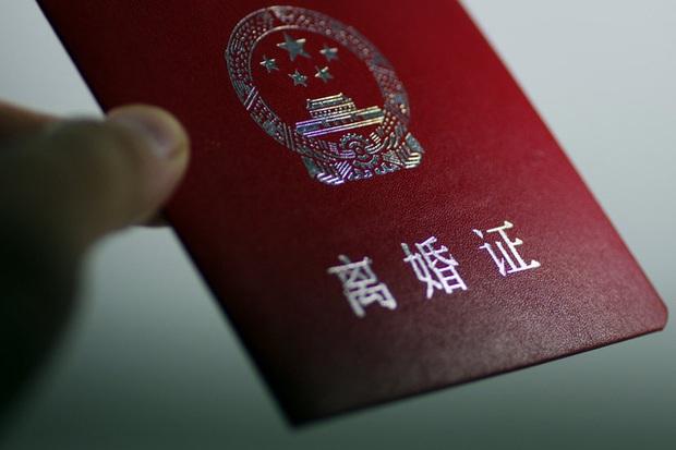 Lệnh phong tỏa gỡ cũng là lúc phụ nữ Trung Quốc đệ đơn ly hôn hàng loạt: Gia đình rạn nứt từ những mâu thuẫn nhỏ nhặt vô tình lộ ra trong đại dịch Covid-19 - Ảnh 1.