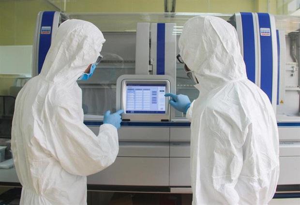 Thêm 4 ca nhiễm Covid-19 mới, nâng tổng lên 245: 1 người từng đưa vợ đến khám ở Bệnh viện Bạch Mai - Ảnh 1.