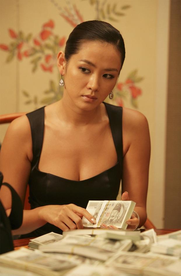 Quen với hình tượng trong veo thánh thiện của Son Ye Jin, ít ai biết cô từng thử style bà trùm hắc ám mà vẫn nuột cực kỳ - Ảnh 3.