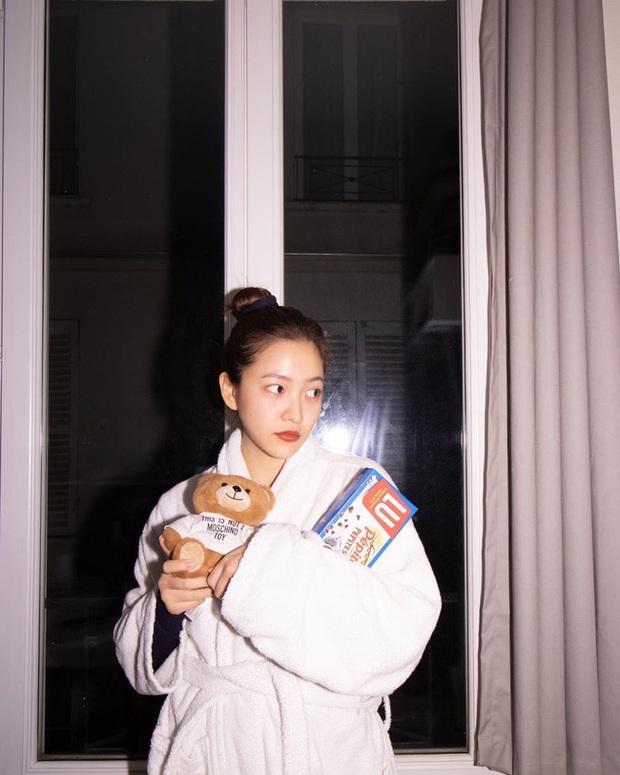 Chỉ đơn giản là diện áo choàng tắm, mỹ nhân Việt - Hàn đã có được những khoảnh khắc sống ảo cực nghệ - Ảnh 3.