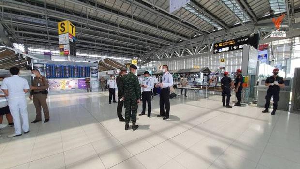 152 người Thái Lan về nước không chịu cách ly, gây náo loạn sân bay - Ảnh 3.