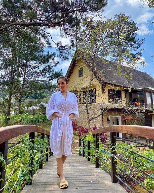 Chỉ đơn giản là diện áo choàng tắm, mỹ nhân Việt - Hàn đã có được những khoảnh khắc sống ảo cực nghệ - Ảnh 5.