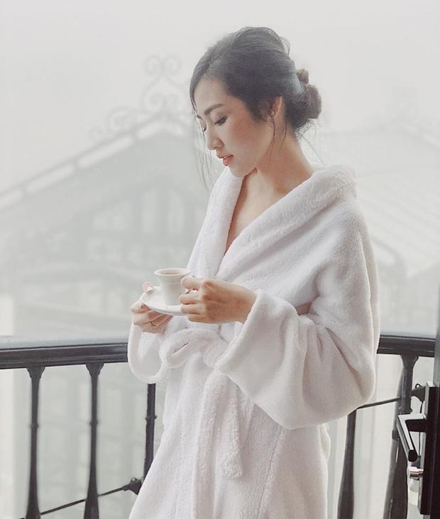 Chỉ đơn giản là diện áo choàng tắm, mỹ nhân Việt - Hàn đã có được những khoảnh khắc sống ảo cực nghệ - Ảnh 8.