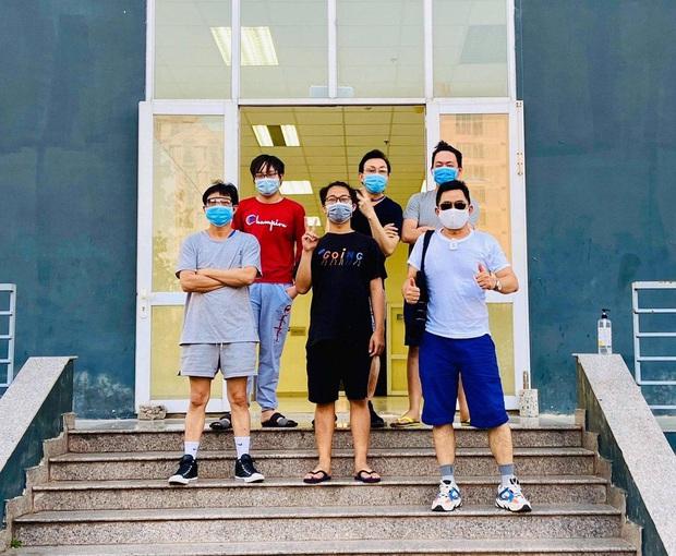 Danh hài Chí Tài cách ly tập trung 14 ngày tại KTX Đại học Quốc gia, gây xôn xao với diện mạo gầy đáng lo - Ảnh 3.