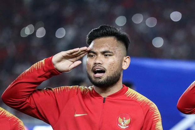 Ngôi sao của U23 Indonesia từng bạo hành bạn gái đối mặt án tù 7 năm vì tội truy sát gây thương tích nặng - Ảnh 2.