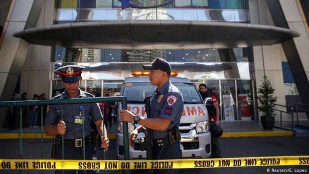 Covid-19 tại Philippines: Cương quyết không chịu đeo khẩu trang, người đàn ông bị cảnh sát bắn chết - Ảnh 1.