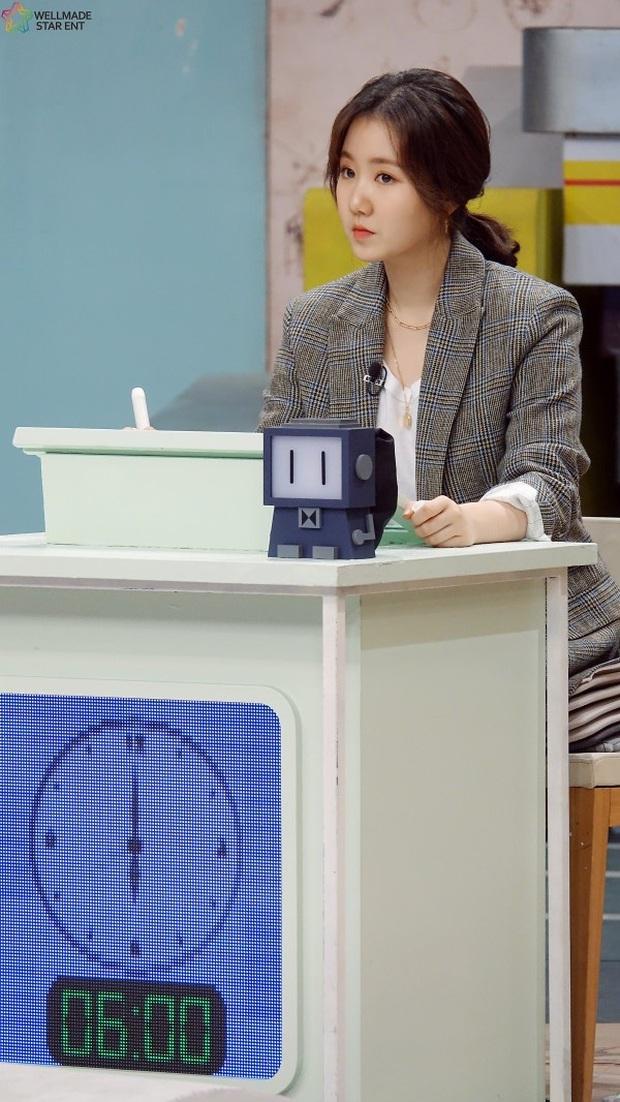 Bức ảnh gây bão hôm nay: 3 sao nhí Mặt trăng ôm mặt trời bé xíu bên Kim Soo Hyun nay lột xác, ra dáng mỹ nhân lắm rồi! - Ảnh 25.