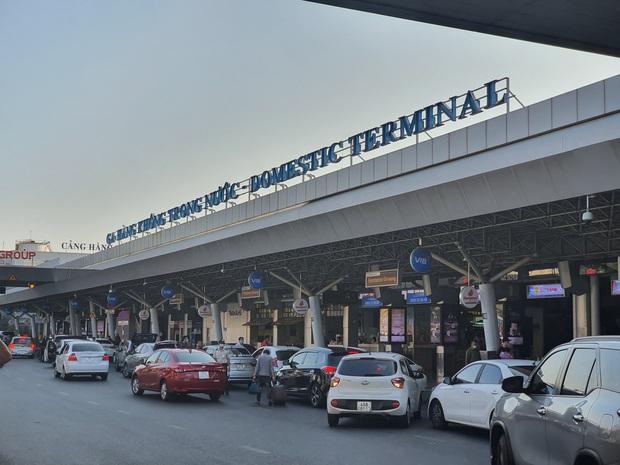 TP.HCM lấy 400 mẫu xét nghiệm/ngày tại sân bay Tân Sơn Nhất, gần 1.500 người tại KTX ĐHQG hoàn thành cách ly - Ảnh 1.