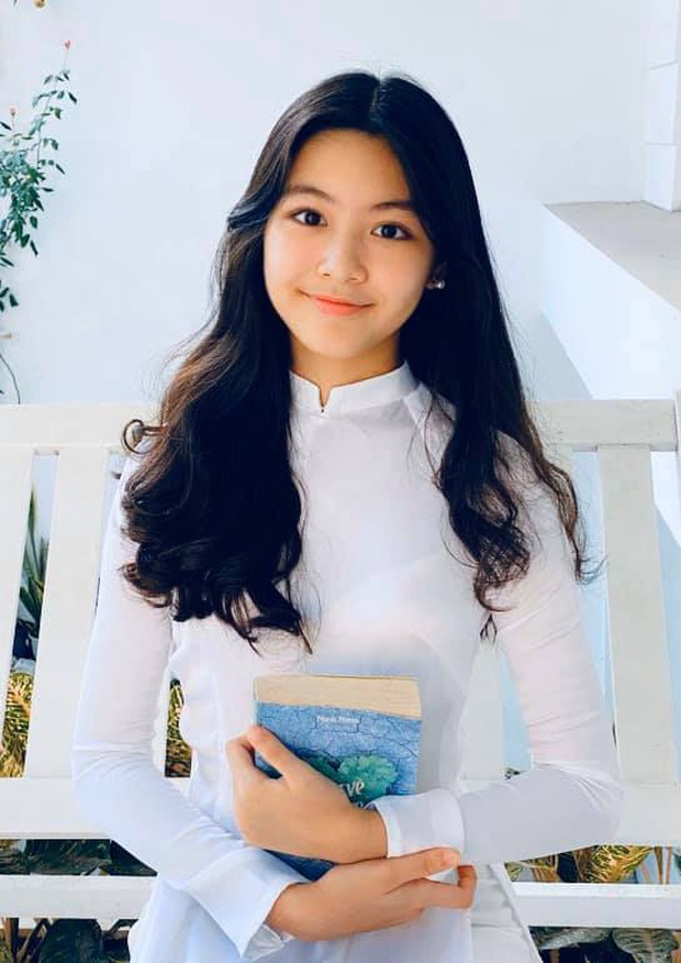 Con gái Quyền Linh mặc áo dài của mẹ đón sinh nhật tuổi 14: Đẹp nức nở thế này thì là công chúa chứ Lọ Lem gì! - Ảnh 1.