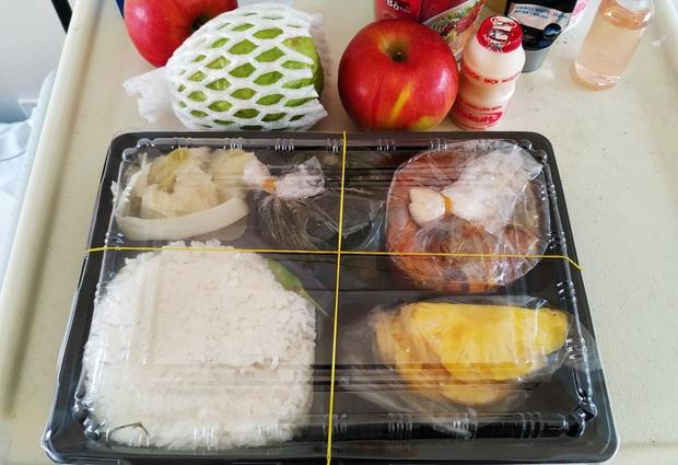 Những phần cơm cách ly bắt mắt và đầy đủ dinh dưỡng gây sốt MXH: Thực đơn thay đổi liên tục, có thêm cả nho Úc, táo Canada - Ảnh 3.