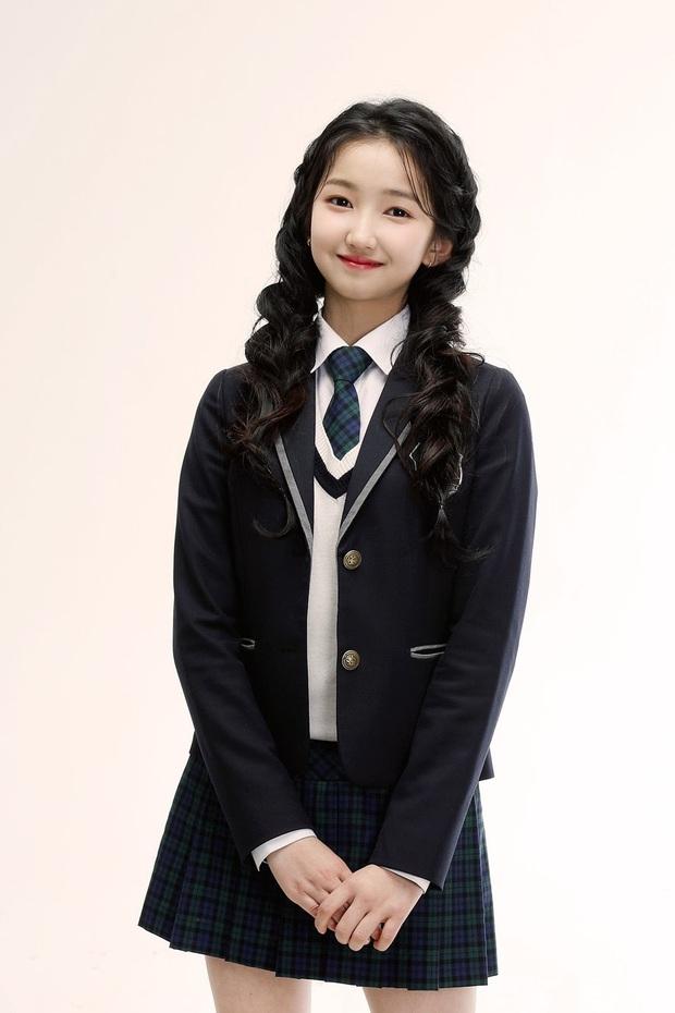Nữ Idol 14 tuổi có ngoại hình như em bé: So sánh với center của IZ*ONE quả là một trời một vực! - Ảnh 4.