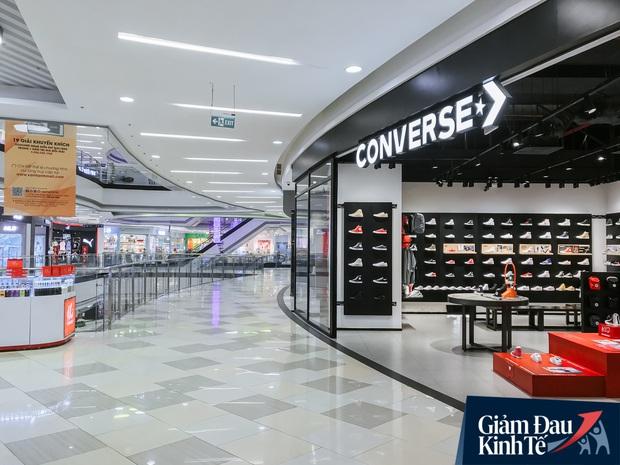 Cảnh tượng vắng chưa từng thấy tại loạt trung tâm thương mại đình đám nhất Sài Gòn, số người ra vào chỉ đếm trên đầu ngón tay - Ảnh 36.