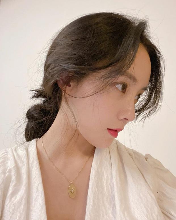 Chẳng cần cầu kỳ chi cho mệt, bạn cứ copy loạt kiểu tóc đơn giản nhưng max điểm thần thái này của sao Hàn là đảm bảo xinh - Ảnh 8.