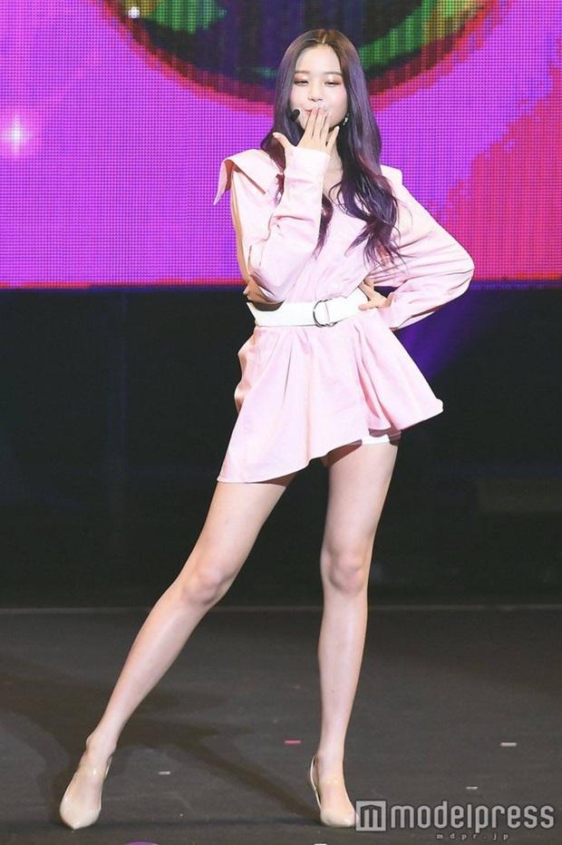 Nữ Idol 14 tuổi có ngoại hình như em bé: So sánh với center của IZ*ONE quả là một trời một vực! - Ảnh 7.