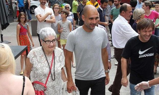 Mẹ HLV Pep Guardiola qua đời vì Covid-19 - Ảnh 1.