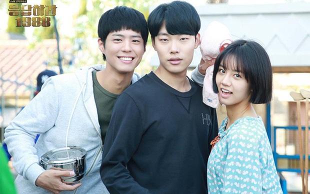 Nhìn lại bộ ba phim Reply huyền thoại của tvN: Reply 1997 chiếm trọn trái tim fan Kpop, trận chiến tìm chồng nâng tầm độ khó từ 1994 tới 1988 - Ảnh 12.