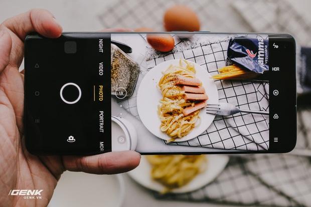 Ở yên trong nhà, đây là cách giúp bạn chụp ảnh đồ ăn đạt chuẩn studio chỉ một chiếc smartphone - Ảnh 1.