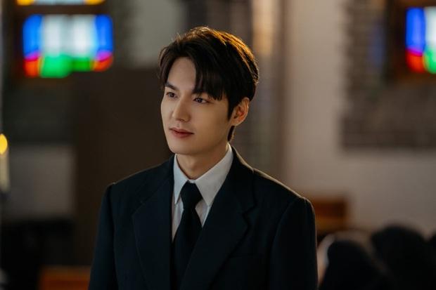 Lee Min Ho đi đám ma lại cười mỉm, cận vệ Woo Do Hwan đi hộ tống át vía cả hoàng đế ở loạt ảnh trước giờ G Quân Vương Bất Diệt - Ảnh 2.