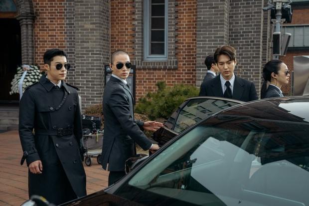 Lee Min Ho đi đám ma lại cười mỉm, cận vệ Woo Do Hwan đi hộ tống át vía cả hoàng đế ở loạt ảnh trước giờ G Quân Vương Bất Diệt - Ảnh 3.