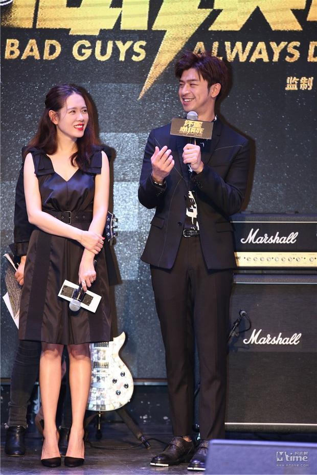 Diện váy giống Son Ye Jin nhưng nhờ là lượt váy áo phẳng phiu mà Angela Baby đã vượt mặt về độ sang chảnh - Ảnh 2.