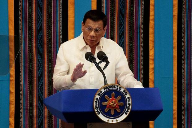 Ông Duterte và nội các góp lương giúp đất nước chống Covid-19 - Ảnh 1.