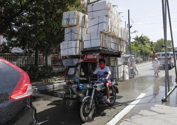 Ông Duterte và nội các góp lương giúp đất nước chống Covid-19 - Ảnh 2.