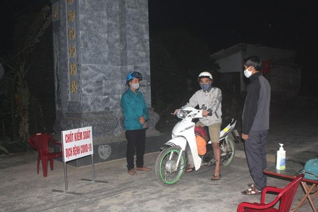 Hải Dương: Sau 22h đêm, người đi ra khỏi nhà phải khai báo qua các chốt kiểm soát cấp huyện - Ảnh 3.