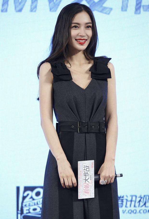 Diện váy giống Son Ye Jin nhưng nhờ là lượt váy áo phẳng phiu mà Angela Baby đã vượt mặt về độ sang chảnh - Ảnh 4.