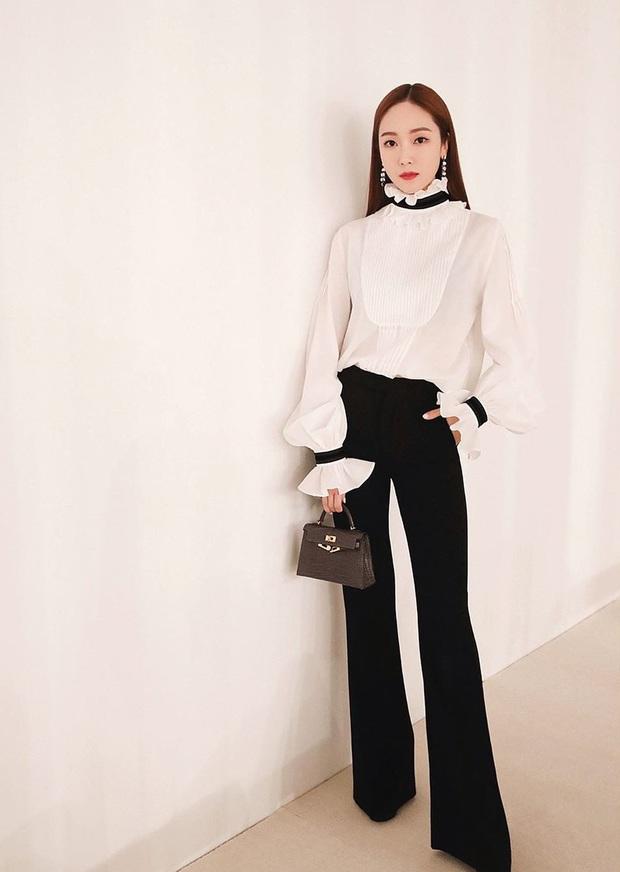 Jessica là fan cứng của áo blouse trắng và chỉ cần xem qua, chị em sẽ chấm được những kiểu đáng diện nhất - Ảnh 8.