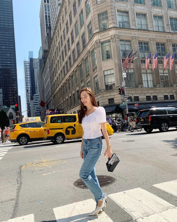 Jessica là fan cứng của áo blouse trắng và chỉ cần xem qua, chị em sẽ chấm được những kiểu đáng diện nhất - Ảnh 9.