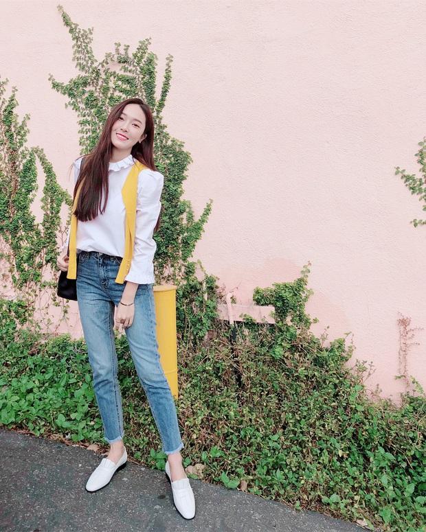 Jessica là fan cứng của áo blouse trắng và chỉ cần xem qua, chị em sẽ chấm được những kiểu đáng diện nhất - Ảnh 10.
