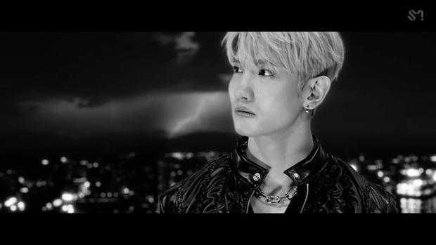 Changmin (DBSK) há hốc khi Siwon (Super Junior) bất ngờ xuất hiện để... xin chữ ký, tiết lộ sự động viên âm thầm của anh cả Yunho khi debut solo - Ảnh 2.