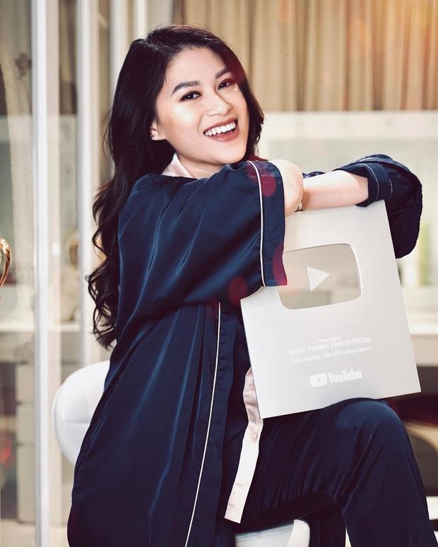 """""""Vũ trụ vlogger"""" Việt lại có thêm một cái tên tiềm năng: Xinh đẹp và sang chảnh, lác mắt với kênh Youtube toàn trải nghiệm 5 sao - Ảnh 1."""