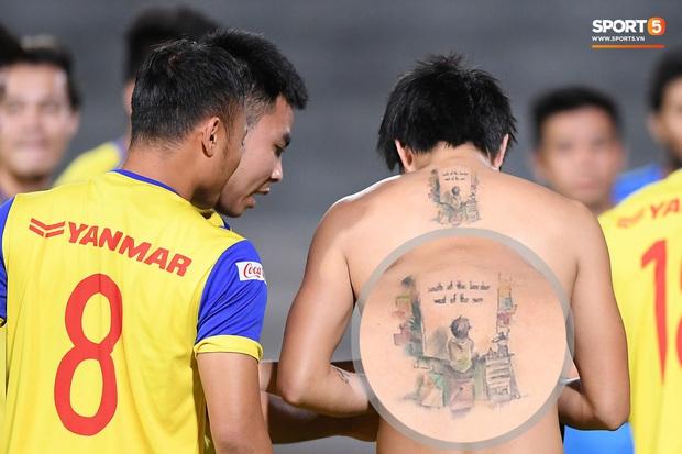 Giải mã hình xăm của tuyển thủ Việt Nam: Quang Hải muốn là vua, tranh cãi đóa hoa hồng trên tay Công Phượng - Ảnh 5.