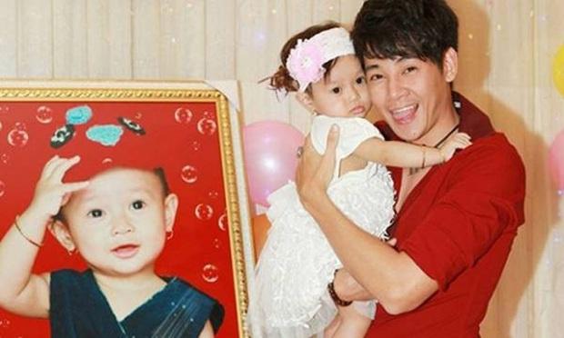 Nghẹn ngào hình ảnh gia đình hạnh phúc hiếm hoi của Phùng Ngọc Huy và cố diễn viên Mai Phương: Nụ cười nói lên tất cả! - Ảnh 5.