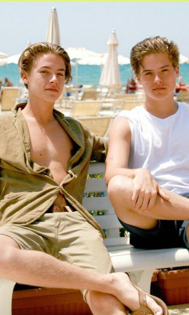 6 cặp anh chị em quyền lực nhất Hollywood: Chị em Hadid, Fanning cực phẩm, nhà Kardashian và Zack & Cody toàn rich kid - Ảnh 13.