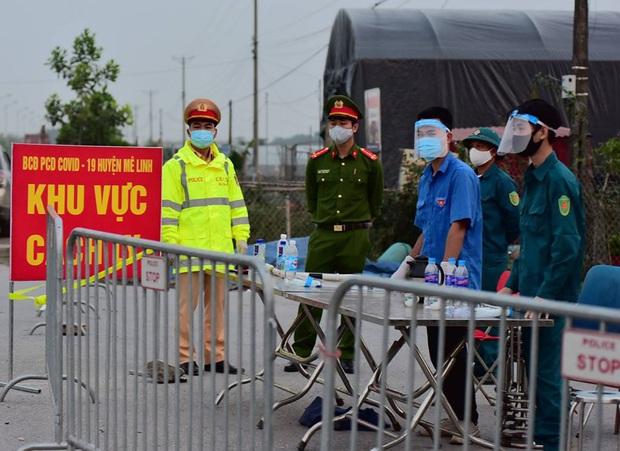 Ảnh: Cận cảnh chốt kiểm soát, phong tỏa thôn Hạ Lôi nơi bệnh nhân 243 sinh sống - Ảnh 3.