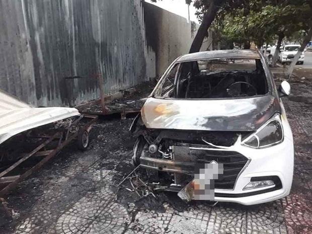 Nghi đốt vàng mã gây cháy ô tô và hư hỏng 2 xe máy điện ở Đà Nẵng - Ảnh 1.