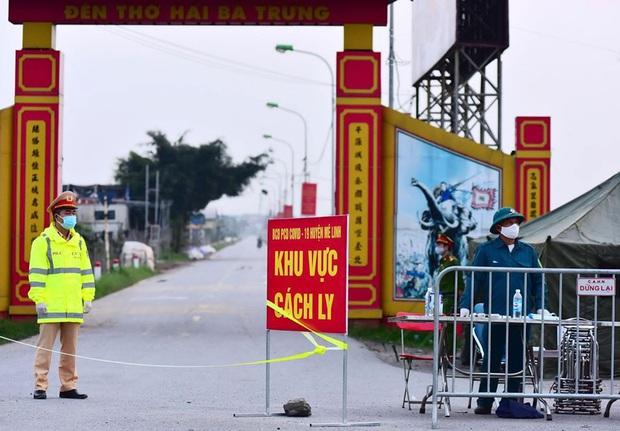 Ảnh: Cận cảnh chốt kiểm soát, phong tỏa thôn Hạ Lôi nơi bệnh nhân 243 sinh sống - Ảnh 2.