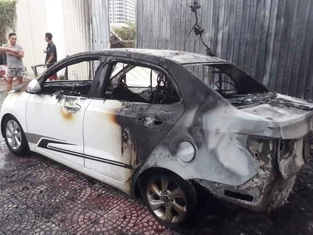 Nghi đốt vàng mã gây cháy ô tô và hư hỏng 2 xe máy điện ở Đà Nẵng - Ảnh 2.