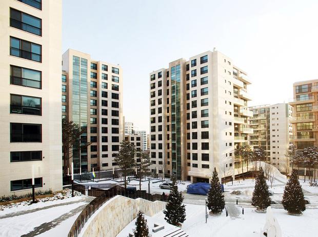 Cận cảnh căn hộ trăm tỷ So Ji Sub tậu làm nhà tân hôn: Khu nhà siêu giàu xứ Hàn, hàng xóm là BTS, vợ chồng Kim Tae Hee - Ảnh 4.