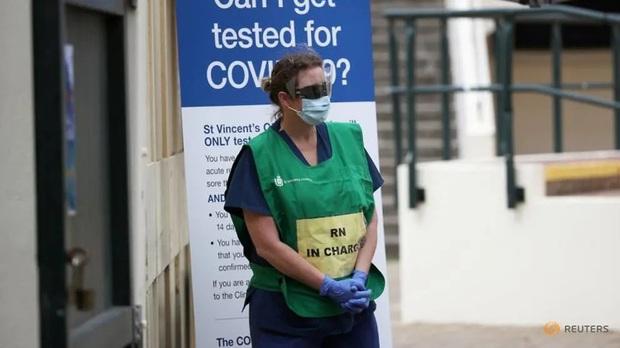 Chúng tôi không đói, chúng tôi cần khẩu trang: Các y bác sĩ nơi tuyến đầu chống dịch Covid-19 ở Úc lên tiếng kêu cứu - Ảnh 1.