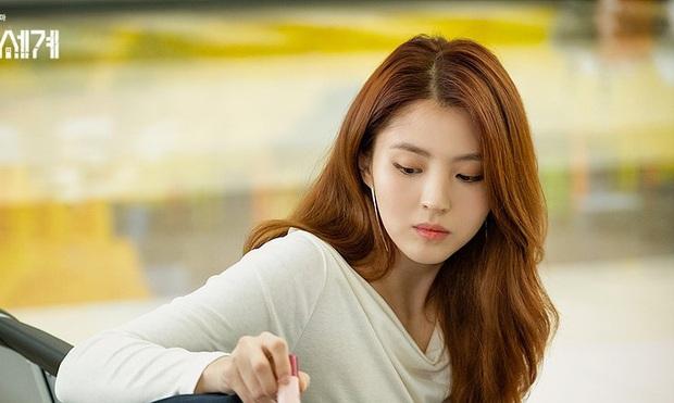 Nữ hoàng môi khô Kwon Nara đã gặp đối: Tiểu tam Thế Giới Hôn Nhân có làn môi khô héo không kém, vậy mà vẫn đi quảng cáo son mới tài - Ảnh 2.